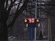 Velké okresní derby mezi Krnovem a Bruntálem se stalo šlágrem prvního jarního kola krajského přeboru. Snímky: Jan Pitřík