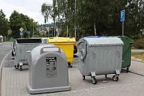 Kontenery na kovový odpad.