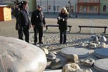 Na pokoji nenechali ničitelé ani letos nově vzniklý vodní prvek na ústředním náměstí Míru.Městská policie Bruntál