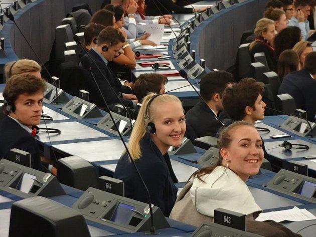 Bruntálští gymnazisté se zapojili do soutěže o Evropské unii, vyhráli národní kolo a dostali tak jako jediní čeští studenti příležitost reprezentovat naši republiku na podzimním setkání ve Štrasburku.
