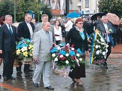V rámci svátku Dne Nezávislosti Ukrajiny položila krnovská delegace věnec na místní památník osvobození.