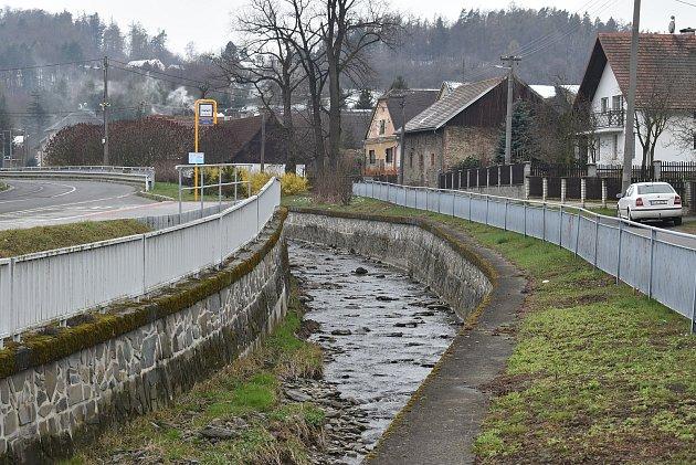 KLichnovu  (Lichten) patří také místní část Dubnice  (Taubnitz).