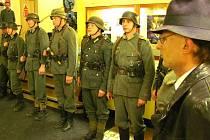 Klub vojenské historie Maxim předvedl v krnovském kině Mír show se střílením a umělou krví. Inspirovali se filmem Habermannův mlýn. Pro velký úspěch v sobotu v 17.30 hodin Maxim své vystoupení ve vestibulu kina zopakuje v ještě větším rozsahu.