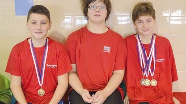 Mladí plavci Slavoje Bruntál se v třebíčském i brněnském bazénu předvedli ve výborném světle, opět sbírali cenné kovy.