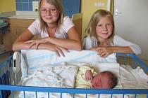 Maruška Matušková, 1.září 2011, 3145 gramů, 50 centimetrů. Rodiče: Lucie Matušková, Ivan Matuška, sestřičky Ivanka a Adélka (na fotce), Bruntál