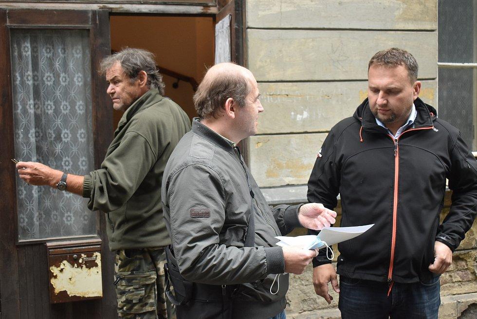 Miroslav Hrabal, prohlídka nádraží v Domašově nad Bystřicí, podzim 2020.