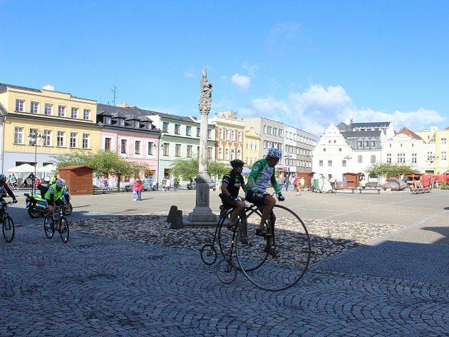 Sedmá etapa cyklotour Na kole dětem odstartovala na náměstí Míru v Bruntále.