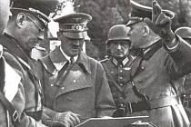 Důstojníci německého Wehrmachtu seznamovali při návštěvě Sudet svého vůdce se vším, co souviselo se zdejším opevněním.