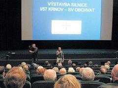 Prezentace obchvatu Krnova měla u veřejnosti velký ohlas. Do kina Mír se na ni přišlo podívat na 150 občanů.