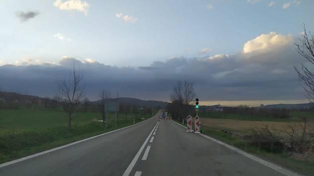 Mezi obcemi nepotkáte pouze jeden semafor, ale při troše smůly zastavíte rovnou na třech.