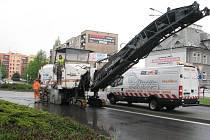 Krnov v těchto dnech zažívá dopravní kolaps. Důvodem jsou opravy zimou poničených cest.