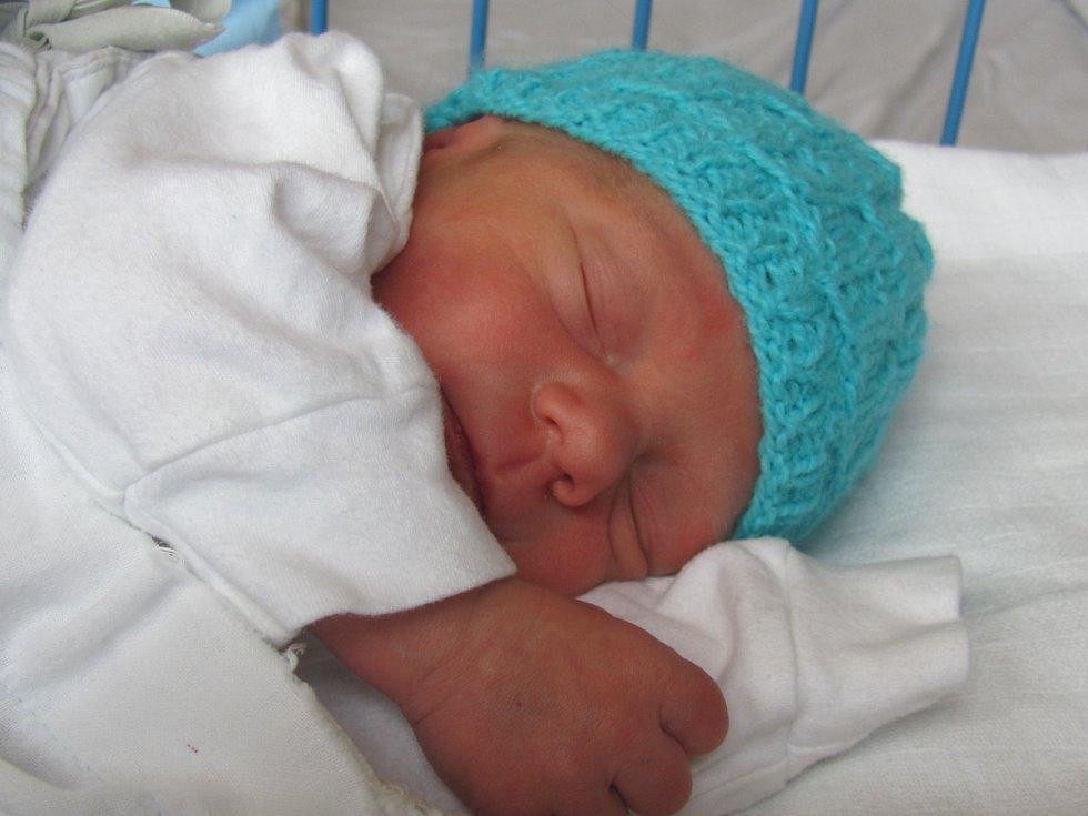 Jmenuji se Daniel Knobloch, narodil jsem se 8. dubna 2018, při narození jsem vážil 2490 gramů a měřil 46 centimetrů. Moje maminka se jmenuje Renata Knoblochová. Bydlíme v Krnově.