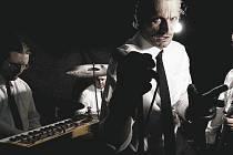 Insania. Legenda tvrdě alternativní scény zahraje svůj osobitý crossover tvrdých kytar s moderními syntezátory a samply v bruntálském Africa pubu.