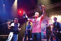 Klub Kofola slaví 24. ledna jedenácté narozeniny. Při této příležitosti pořádá párty s ostravskou rokenrolovou kapelou Retro Jokers. Ta na svém turné Gentlemen tour 2014 představuje debutové album.
