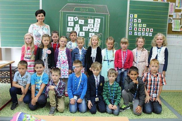 Prvňáčci ve třídě 1.B vZákladní škole Město Albrechtice, třídní učitelka Zdena Závodná.
