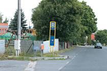Čtvrť pod Uhlířským vrchem v Bruntále se rozrostla a proto je třeba, aby pokračoval i chodník. Povede k novému pohřebišti.
