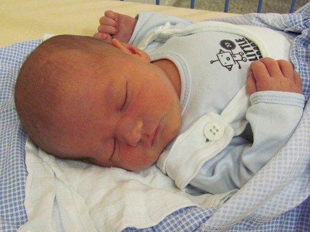 Jmenuji se ANTONÍN MUŽÍK, narodil jsem se 7. března, při narození jsem vážil 3790 gramů a měřil 51 centimetrů. Moje maminka se jmenuje Klára Durišíková a můj tatínek se jmenuje Antonín Mužík. Bydlíme v Krnově.