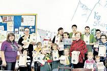 Skautský oddíl Krnovská trojka pozval zájemce z řad veřejnosti do své klubovny, aby společnými silami podpořili hnízdění ptactva v místech, kde rychle ubývá dutých doupných stromů.