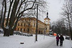 Velikonoční jarmark na zámku v Linhartovech měl letos zimní atmosféru.