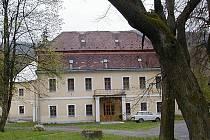 Zámek ve Vrbně pod Pradědem je dnes využívaný jako hotel.