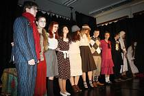Duchové zemřelých jsou hlavními hrdiny pohádkového příběhu, se kterým přichází divadelní spolčení Červiven.