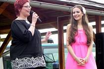 Česká Miss Tereza Chlebovská zpestřila bohatý program Zahradní slavnosti ve Městě Albrechticích. Oslavy pořádala místní Základní umělecká škola v úterý 19. června.