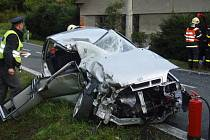 Dvě jednotky hasičů zasahovaly ve čtvrtek ráno v Holčovicích u dopravní nehody osobního automobilu a dodávky. Byly zraněny dvě osoby.