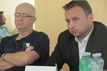 Starosta Nových Heřminov Ludvík Drobný v roce 2017 informoval ministra zemědělství,  za jakých podmínek je obec připravena přehradu tolerovat.