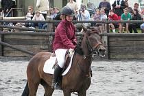 Westernová romantika a koně ovládli o víkendu úvalenské kolbiště.