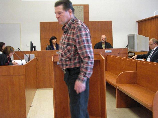 Dva roky vězení, avšak s tříletým odkladem vyměřil bruntálský soud muži, který sexuálně zneužil dospívající tělesně i duševně postiženou dívenku.