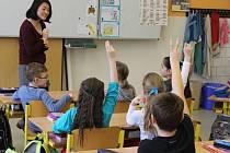 Angličtina se ozývá v tomto týdnu z učeben Základní školy Okružní v Bruntále. Na studijní pobyt přijela šestice studentů z Evropy, Asie, Afriky a Jižní Ameriky.