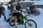 Motoskijöring, sport pocházející ze severských zemí, se představil v Ryžovišti. Na startu se objevilo hned jedenáct soutěžních dvojic.