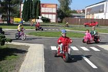 Dopravní hřiště u střediska Méďa loni patřilo k nejnavštěvovanějším. V neděli opět nabídne dětem kola a motokáry. Otevřou se ale také zahrady školek se svými hřišti a školní sportoviště. Všude je připraven bohatý program.