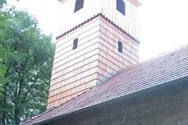 Kostel sv. Jiří v obci Pelhřimovy.