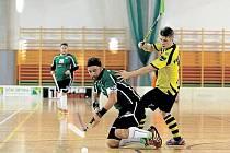 Jaromír Filip (na zemi) opět střelecky táhl krnovskou Orcu. Hattrick si připsal jak v zápase proti Hranicím, tak v následném utkání sPřerovem.
