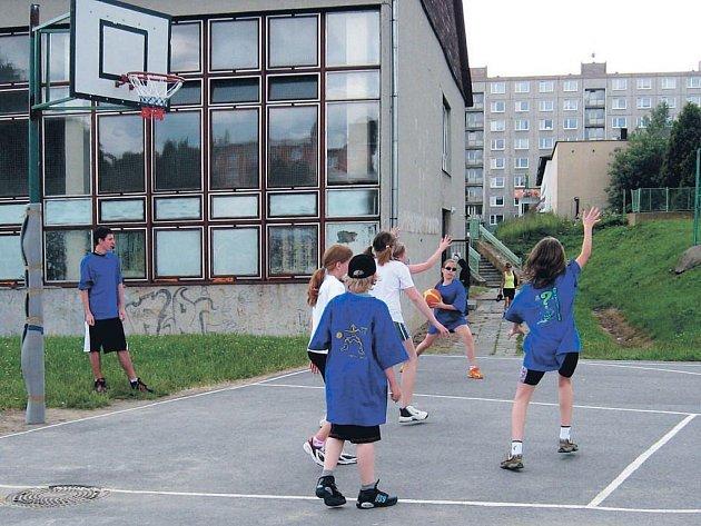 Streetbalový zápas v Bruntále se skvěle vydařil. Pořadatele plánují další ročník.