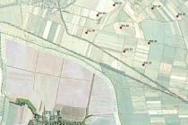 Větrná farma Lubrza sice vznikne na polském území, ale kousek od hranic. Červené kroužky označují nejbližší sloupy s vrtulemi, které budou asi 650 metů od hranice a něco přes dva kilometry od zástavby Slezkých Pavlovic.
