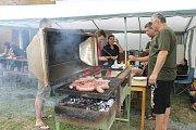 Myslivci v Razové připravili pochutnání na jídlech se zvěřiny.