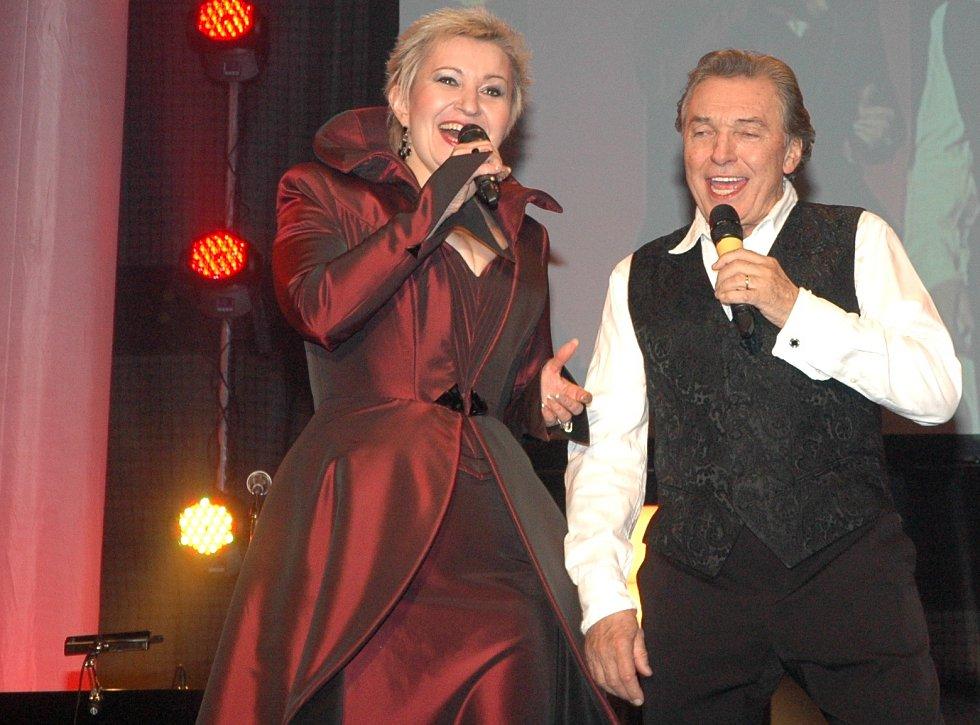 Do Havířova zpěvák přijel, i když ve městě panovaly třeskuté mrazy. Diváky rozpálil společně s Evou Urbanovou.
