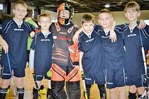 """Mladí florbalisté Bruntálu dosáhli svého nejlepšího výsledku v sezoně. Dokonce mohli celý turnaj i vyhrát, v posledním utkání však """"jen"""" remizovali s pozdějšími vítězi, ostravskými Škorpiony, a brali druhé místo."""
