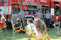 Hornoslezské slavnosti konané v Krnově si letos děti užily se vším všudy. Hasiči z Krnova zde předvedli svou techniku a popsali dětem, jaké to je být bojovníkem s ohněm.