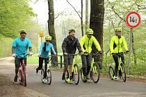 Koloběžkáři pilně trénovali, než se 2. června vydají z Ostravy na cestu dlouhou 600 kilometrů. Do našeho okresu dorazí 5. června po cyklistické magistrále od Opavy.
