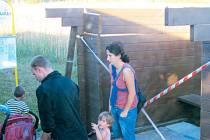 Zastávka v Dívčím Hradě byla ještě na začátku týdne poničená červencovou vichřicí.
