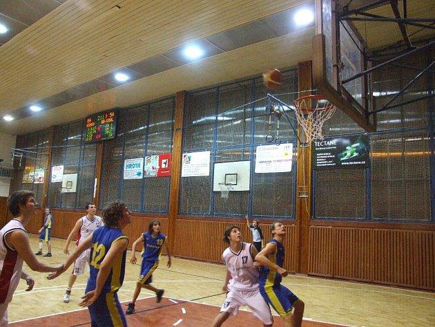 Basketbaloví junioři.