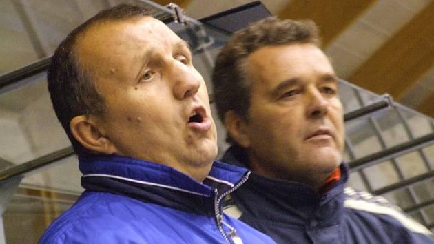 Kouč Antonín Plánovský (na snímku vlevo) a jeho kolega Jan Kostovský zatím mají z výsledků radost.