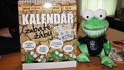Bruntálské zubaté žáby, které znáte z Regionu, mají kalendář.