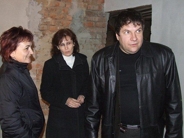 Vasil Kolesár jako ředitel slovenské partnerské školy hornobenešovským se svou suitou slíbil, že se na Spiši lecčemu naučí a také ji lépe poznají.