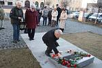 Komunisté se podílí na jednáních o vládě. Máme se bát o demokracii? O tom diskutovali ti, kdo v Krnově přišli uctít oběti komunistického režimu.