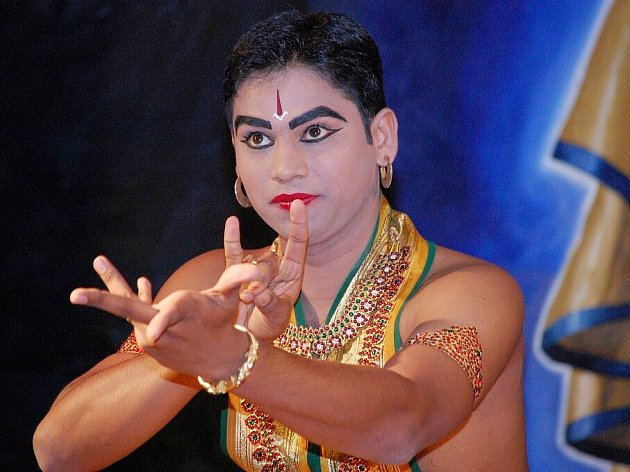 Indický tanečník Sandeep Bodhanker zavítal do Bruntálu na celé tři týdny, aby zde předvedl své taneční umění.