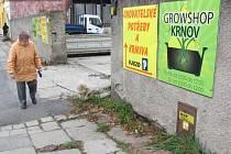 Česká televize představila příběh Lenky Burkowiczové, která v říjnu 2012 otevřela v Krnově prodejnu pro pěstitele Growshop. Získala dotaci z úřadu práce, díky které mohla zaměstnat i prodavače. Nyní ona i prodavač čelí obvinění z šíření toxikomanie.